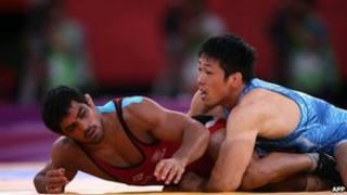 "India's Sushil Kumar (L) wrestles Japan""s Tatsuhiro Yonemitsu in their Men's 66kg Freestyle gold medal match on August 12, 2012 during the wrestling event of the London 2012 Olympic Games"
