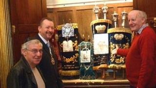 Exeter Synagogue's Ark with staff and the city mayor