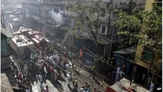 Fire crews at the scene of the fire in Calcutta, India (27 Feb 2013)