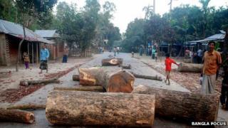 Roadblock set up by Jamaat activists in Gaibandha