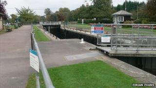 Shepperton Lock