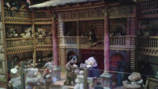 Globe Theatre teddy bear scene