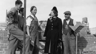 Margaret Thatcher speaking to bricklayers in Dartford in 1950