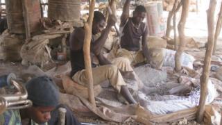 Gold miners smashing rocks in Zamfara