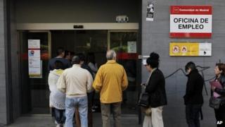Job office in Madrid, 25 April
