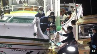 Taiwanese fisherman Hung Shih-cheng's boat is checked by Taiwanese officers at Liuqiu port in Pingtung County