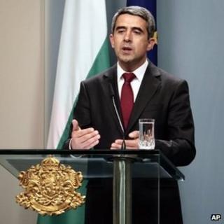 Bulgarian President Rosen Plevneliev addresses reporters in Sofia, 15 May