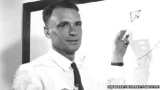 Prof Edward Bowen