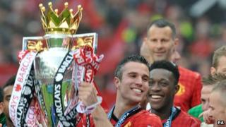 Robin van Persie lifts the Premier League trophy