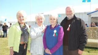 Ann Pash, Margaret Rhys, Helen a Des Davies