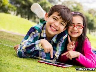 Children using e-reader