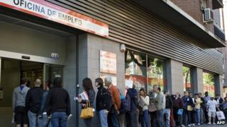 Spain unemployed in line at job centre, Madrid, 4 Jun 13