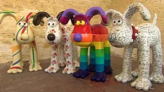Giant Gromit sculptures unveiled in Bristol