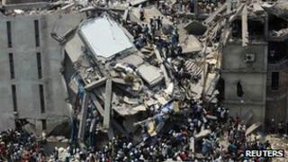Crowds trying to rescue garment workers trapped under rubble at the Rana Plaza building after it collapsed on 24 April