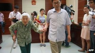 This 1 July picture shows a woman surnamed Chu (L), 77, attending the hearing of a case against her daughter and husband in Wuxi, east China's Jiangsu province.
