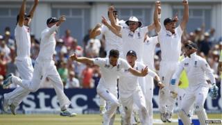 England cricket team celebrating