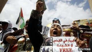 Palestinians call for release of prisoners (file pic April 2013)