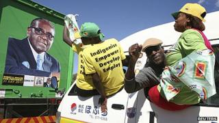 Supporters of President Mugabe