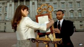 Badar Azim and the Queen's press secretary Ailsa Anderson display the royal birth notice