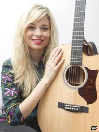 Singer-songwriter Nina Nesbitt