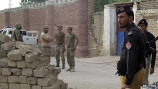Scene of attack at jail in north-west Pakistan's Dera Ismail Khan, 30 July 2013