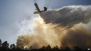 Plane drops water on forest fire near Vouzela, 23 Aug 13