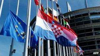 EU and Croatian flags in Strasbourg, 1 Jul 13