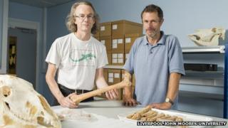 Dr Dave Wilkinson (left) and Ian Smith (right) in the bones lab at LJMU