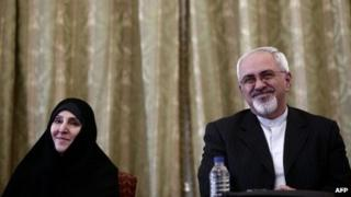Marzieh Afkham (L) and Mohammad Javad Zarif (R) in Tehran (1 September 2013)