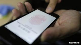 Journalist testing Touch ID unlock function