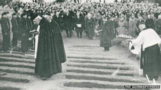 Mass funeral, Guernsey 1943