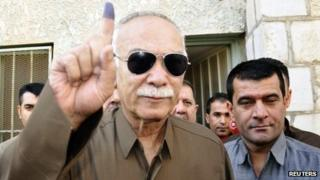 Nawshirwan Mustafa shows an ink-stained finger after voting on 21 September 2013