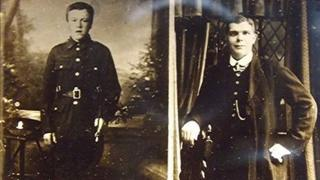 Rifleman David Pollock, 15th (North Belfast) Battalion Royal Irish Rifles pictured with Private Robert Hunter, 20th (1st Central Ontario Infantry) Battalion, Canadian Expeditionary Force