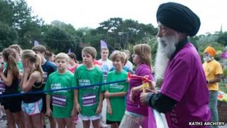 Fauja Singh launches Bournemouth Marathon Festival