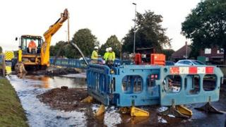 Workmen of flooded A18, Sunthorpe