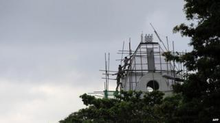 Construction workers in Sri Lanka