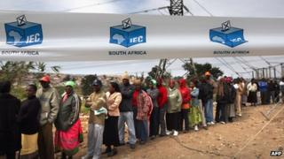 South Africans vote in national elections 2009