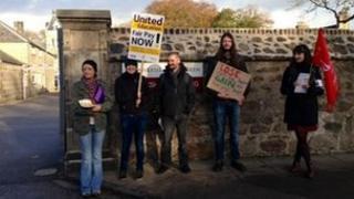 Aberdeen University staff on a picket line