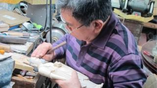 Ivory carver Li Chunke in Beijing