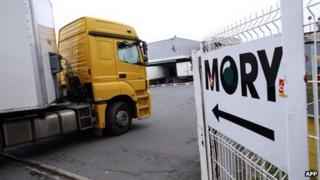 Lorry entering Mory Ducros yard