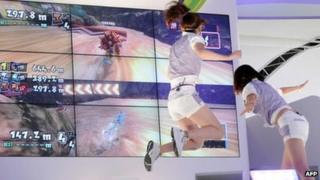Consumers try the Kinect console