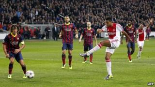 Ajax Amsterdam's Danny Hoesen (R) scores a goal during an UEFA Champions League group H football match between Ajax Amsterdam and FC Barcelona at the Amsterdam Arena in Amsterdam on November 26