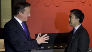 David Cameron meets Victoria and Albert Museum curator Zhang Hongxing