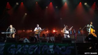 Mumford & Sons close the Glastonbury Festival