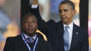Thamsanqa Jantjie next to US President Barack Obama