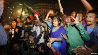 People celebrate after hearing the news of Bangladesh Jamaat-E-Islami leader Abdul Kader Mullah's execution in Dhaka December 12, 2013