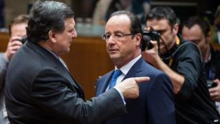French President Francois Hollande, right, talks with European Commission President Jose Manuel Barroso, 20 Dec 13