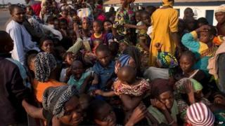 People fleeing Bangui sit in a truck (30 December 2013)