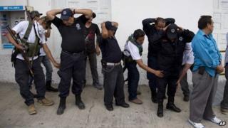 Police searched by Michoacan vigilantes