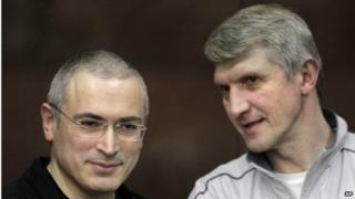 Platon Lebedev (right) and Mikhail Khodorkovsky (left) talk behind a glass enclosure at a courtroom in Moscow, Russia on 30 December 2010.